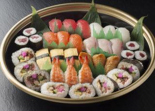 741にぎり寿司と助六寿司盛り合わせ