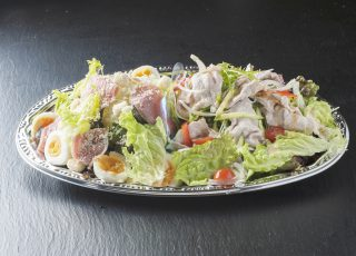 641)生ハムシーザーと豚しゃぶサラダ